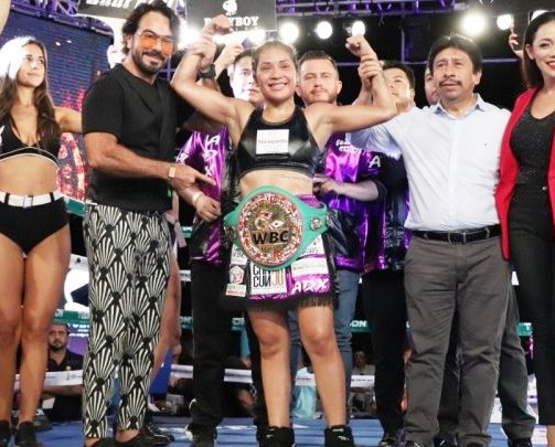 Mexico's Super Fly Champ Lupe Martinez Dominates Debani Balderas